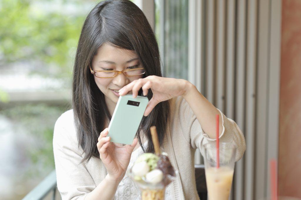Un estudio demuestra que las personas que lo fotografían todo son más felices